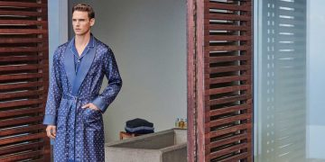 Fashionable and Premium Men's Bathrobes