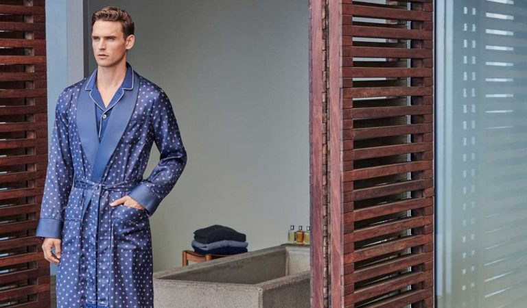 5 Tips for Buying Fashionable and Premium Men's Bathrobes