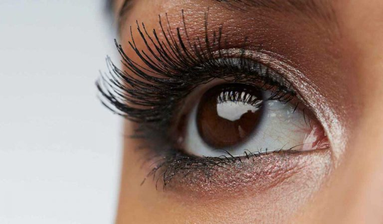 Lash Lift vs Extensions: Which Is Better for Bold, Beautiful Lashes?